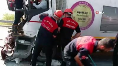 Seyir halindeki tıra arkadan çarpan tır sürücüsü hayatını kaybetti