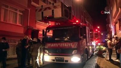 saglik ekibi -  Üsküdar'da korkutan yangın: Yaşlı kadın ve kızı evde mahsur kaldı