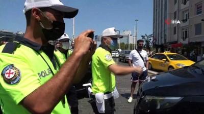 trafik polisi -  Taksimetreyi açmayınca cezayı yedi