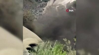 asiri yagis -  Erzincan'da sağanak sele dönüştü, bazı köy yolları ulaşıma kapandı