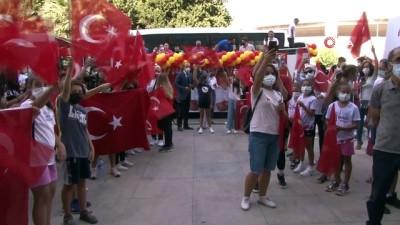 hatira fotografi - Ferhat Arıcan'a İzmir'de coşkulu karşılama
