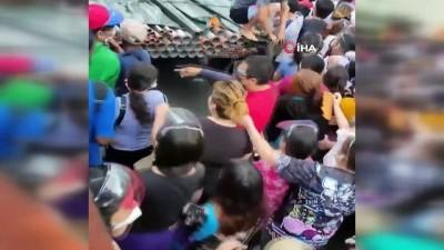 supermarket -  - Filipinler'de halk, Covid-19 aşı merkezlerine hücum etti - Aşı merkezlerinin önünde uzun kuyruklar oluştu