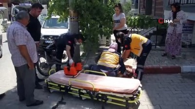 112 acil servis -  Motosiklet ile minibüs kafa kafaya böyle çarpıştı: 2 yaralı