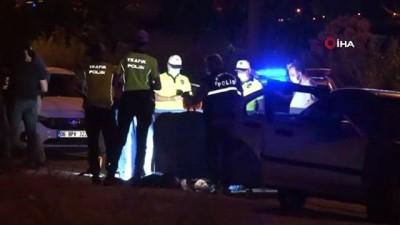 alkol -  Sol şeritte zorla indirilen kadına arkadan gelen başka  araç çarptı: 1 ölü Videosu