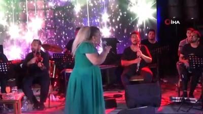 """koronavirus -  Kibariye 2 yıl sonra çıktığı sahneden seslendi; 'Yangınlar ve pandemi içimizi yaktı"""""""