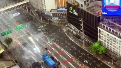 goz yasartici gaz -  - Bangkok sokakları savaş alanına döndü - Hükümet karşıtı protestocular ile polis arasında şiddetli çatışma