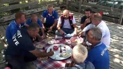 ceviz agaci -  Bin 200 rakımlı yangın bölgesinde, Ayşegül Teyze'den söndürme ekiplerine gönül sofrası