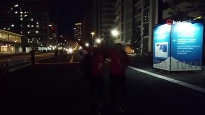 Busenaz Sürmeneli'ye Olimpiyat Köyü'nde coşkulu karşılama