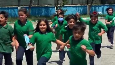 sinif ogretmeni -  Minik öğrencilerden yüz yüze eğitim için klipli aşı çağrısı