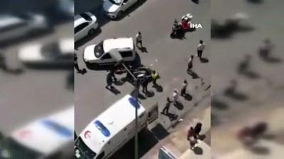motosiklet surucusu -  Otomobil ile motosiklet çarpıştı: 1 yaralı Videosu