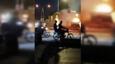 polis memuru -  - Pakistan'da polis minibüsüne bombalı saldırı: 2 ölü, en az 12 yaralı