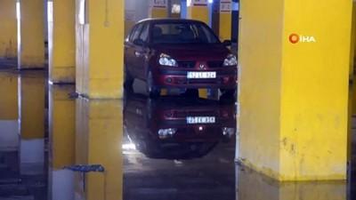 asiri yagis -  Şiddetli yağmur sonrası pazar yerinde çalışmalar devam ediyor